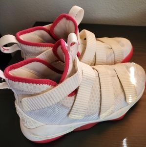 Lebron soldier 12 breast cancer awareness